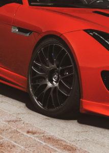 Jaguar F-Type auf Karizzma-Felgen