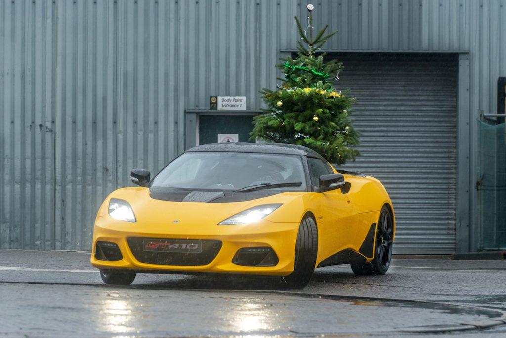 Weihnachten Christmas Neujahr Lotus Werksgelände Hethal Evora GT410 Sportcoupé Drift Weihnachtsbaum