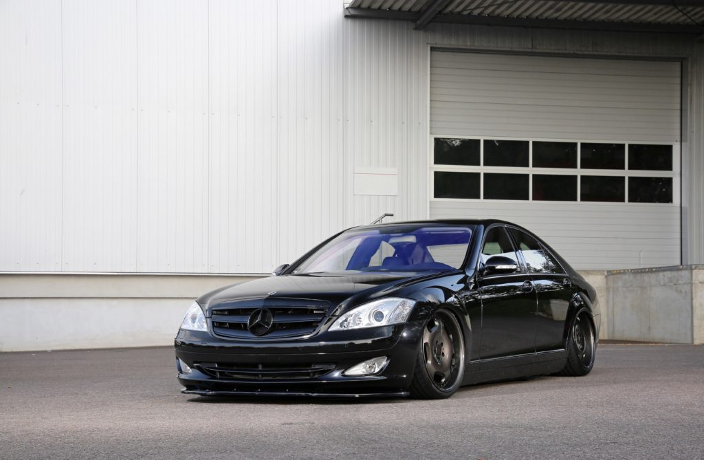 Mercedes-Benz W221 S 500: Low Luxury!