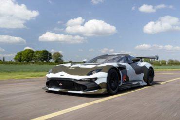 Straßenzugelassener Aston Martin Vulcan bei Gumball 3000-Rennen!