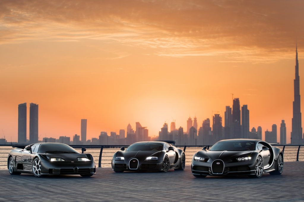 Bugatti EB110 Veyron CHiron Zusammenkunft Fotoshooting Dubai Supersportwagen Hypercars Heilige Dreifaltigkeit der Moderne