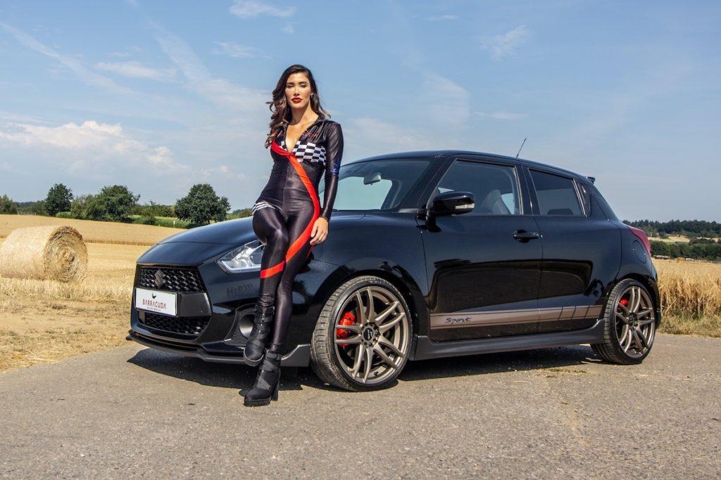Suzuki Swift Sport Hot Hatch Kraftzwerg Tuning Barracuda Shoxx Felgen Räder Tieferlegung Abgasanlage Japaner Sabrina Doberstein JMS Fahrzeugteile