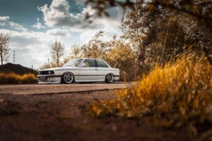 BMW E30 318i White Shark