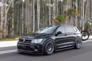 Volkswagen of America Enthusiast Fleet 2021 VW Tiguan SE R-Line Black RiNo Concept Tuning Karosserie-Anbauteile verbreiterung Felgen Rotiform Abgasanlage Bremsanlage Tieferlegung