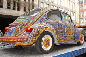 Der Vochol: Huichol-Kunstwerk mit Besatz aus 2,2 Millionen Perlen