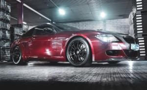 JMS Fahrzeugteile GmbH:Tiefer BMW M6 E63 mit 19-Zöllern und Supersprint-Abgasanlage