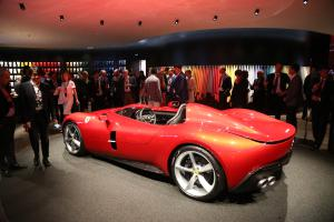 Ferrari Monza SP1 Neuheit Sportwagen Barchetta Präsentation Maranello
