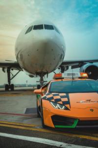 Lamborghini Huracán LP580-2 RWD Coupé Follow-Me Car Flughafen Bologna