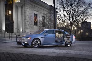 Lincoln Continental 80th anniversary Coach Door Edition Sondermodell Luxuslimousine USA Neuheit