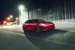Novitec Tesla Model 3 Carbon Karosserie Anbauteile Schmiedefelgen Vossen Fahrwerk