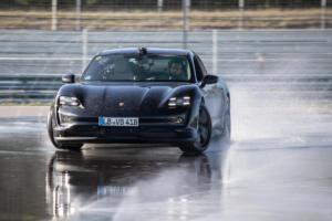 Porsche Taycan Elektroauto Einstiegsmodell Heckantrieb Drift-Rekord Hockenheim