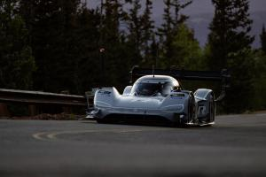 VW-I.D.-R-Rennwagen-Pikes-Peak-Race-to-the-Clouds-USA-Volkswagen-10