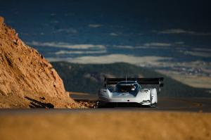 VW-I.D.-R-Rennwagen-Pikes-Peak-Race-to-the-Clouds-USA-Volkswagen-8