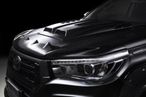 Toyota Hilux Black Bison Edition von Wald International